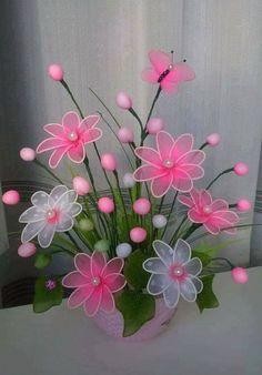 Haben Sie vielleicht noch irgendwelche alte und bunte (Kinder-) Nylon-Strumpfhosen rumliegen? Gestalten Sie mit dieser Anleitung PRÄCHTIGE Blumen daraus!! - DIY Bastelideen