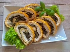 Cheese roulade with chicken and mushrooms Antipasto, Party Snacks, Catering, Sushi, Stuffed Mushrooms, Food And Drink, Appetizers, Cooking Recipes, Favorite Recipes