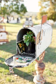 vintage mailbox at reception | photo by Caroline Joy