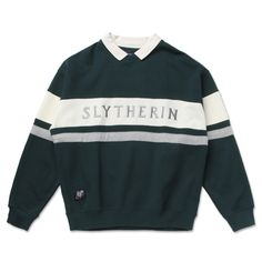 Are you ambitious, shrewd and cunning? Then you're a Slytherin! Represent you house with this cozy Slytherin sweater. Size Chart: Size /cm Shoulder Chest Sleeve Length S 52 104 70 M 54 108 57 71 L 56 112 72 XL 58 116 58 73 Harry Potter Quidditch, Mode Harry Potter, Harry Potter Merchandise, Harry Potter Outfits, Harry Potter Memes, Harry Potter Products, Harry Potter Sweater, Harry Potter Style, Slytherin Pride
