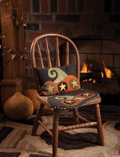 Primitive Quilts and Projects Magazine - Fun wool applique project.