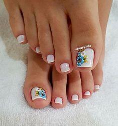 39 Fotos de Unhas com Flores Pedicure Designs, Manicure E Pedicure, Toe Nail Designs, Nail Polish Designs, Opi Nail Polish, Opi Nails, New Nail Art Design, Golden Nails, Beautiful Nail Designs
