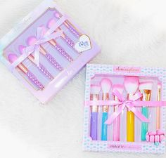 Goodmorning my beauties! Happy Tuesday How beautiful are these brush sets by @slmissglam  She legit has the cutest brush sets on the planet! Unicorns