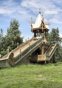 Playground in reconstructed Mandrogi village, where Verkhnie Mandrogi town was founded in the 18th century; illustrates the traditions, architecture and lifestyle of Russia's past. Description from executive-trvl.com