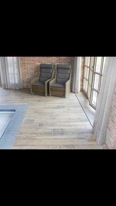 Binnenzwembad met parketvloer  www.vl-construct.be