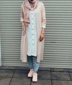 Pastel colors: here& how to wear them - SoSab - Modest Fashion - Find all possible combinations with pastel looks. Hijab Fashion Summer, Modern Hijab Fashion, Hijab Fashion Inspiration, Muslim Fashion, Modest Fashion, Fashion Outfits, Fashion Mode, Casual Hijab Outfit, Hijab Chic