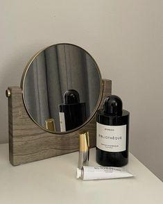 Classy Aesthetic, Brown Aesthetic, Beauty Make Up, Diy Beauty, Glossier You, Smokey Eye Tutorial, Plant Wallpaper, Cosmetics & Perfume, Creative Instagram Stories