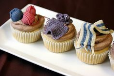 "Crafty cupcakes with ""knitted"" marzipan decor"