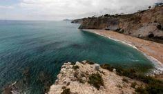 La playa Bol Nou ubicada en La Vila Joiosa es una de las playas con más encanto de la provincia