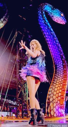 Taylor Swift in concert ll Long Live Taylor Swift, Taylor Alison Swift, Swift Tour, Stadium Tour, Soul Music, Celebs, Celebrities, Look At You, Girl Crushes