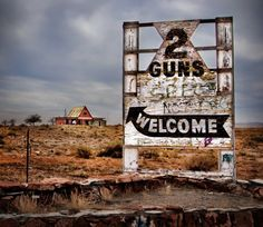 Two Guns Entrance Sign, Route 66 Abandoned Buildings, Abandoned Places, Abandoned Mansions, Places To Travel, Places To See, Arizona Ghost Towns, Arizona Road Trip, Entrance Sign, Haunted Places