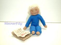 KunSTrich, lesender ratloser Engel, Filzfigur von kleinerFilz auf DaWanda.com