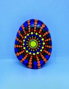 Mandala Stone ~ Hand Painted By Artist Dana Rossetti Dot Painting, Painting Patterns, Stone Painting, Mandela Stones, Mandala Painted Rocks, Mandala Dots, Aboriginal Art, Stone Art, Rock Art
