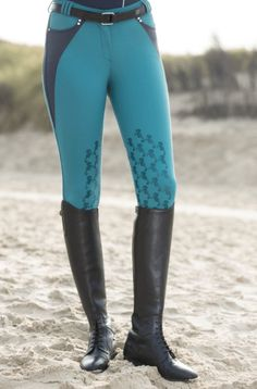 HKM Cavallino Marino knee patch breeches in Azure have a fabulous seahorse silicone finish on the knee and crystal accents at the pockets. #hkm #breeches #teal #equestrian