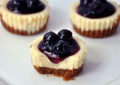Mini Blueberry Cheesecake – Kiss The Foodie Cheesecake Pops, Mini Cheesecake Recipes, Blueberry Cheesecake, Keto Cheesecake, Blueberry Cupcakes, Healthy Cake Recipes, Snack Recipes, Diet Recipes, Cocoa
