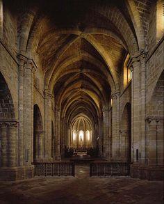 Arquitectura gótica española. Interior del monasterio de la Oliva en Navarra. Cisterciense.