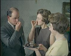 This 1964 video shows you how to take your snuff: http://www.britishpathe.com/video/snuff
