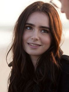 Lily Collins was pretty perfect she just needed some badly edited red hair and green eyes. Jamie Campbell Bower, Lilly Colins, Pretty People, Beautiful People, Lily Collins Hair, Celebrity Eyebrows, Scarlett, Phil Collins, Zooey Deschanel