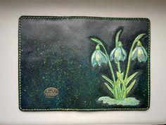 """Обложка на паспорт """"Весна"""". Полностью ручная работа, из кожи растительного дубления. Применено художественное тиснение, роспись, прошивка седельным швом."""