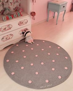 Teen Guy Bedroom, Pink And Grey Rug, Outer Space Bedroom, Rag Rug Diy, Old Bed Sheets, Knit Rug, Crochet Carpet, Cheap Rugs, Old Clothes