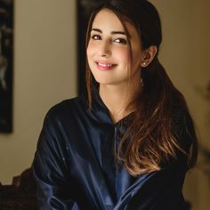 Known for her famous character in the serial Alif Allah Aur Insaan, Ushna Shah biography is full of incredible things she has done so far. Cute Girl Image, Cute Girl Pic, Cute Girl Poses, Stylish Girl Pic, Pakistani Girl, Pakistani Actress, Pakistani Dresses, Bollywood Actress, Beautiful Celebrities