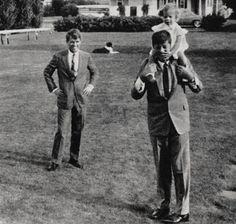 First Lady Jackie Kennedy Les Kennedy, Caroline Kennedy, Robert Kennedy, Jaqueline Kennedy, Ethel Kennedy, Sweet Caroline, Greatest Presidents, American Presidents, Us Presidents