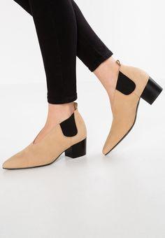 89 beste afbeeldingen van laarzen Laarzen, Schoenen en