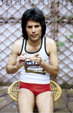 Oh dear... Freddie Mercury... not at his best!