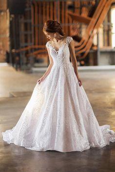 Editorial { Love me tender } Wedding Bride, Wedding Gowns, Dream Wedding, Beautiful Gowns, Dream Dress, Bridal Style, Bridal Dresses, Wedding Styles, Designer Dresses