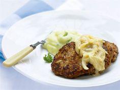 Jauhelihapihvit ovat muuntautumiskykyinen ruokalaji, sillä pienin muutoksin voit tehdä samalla perusohjeella lindströmin pihvejä tai juustoisia jauhelihapihvejä. Finnish Recipes, Easy Cooking, Baked Potato, Food And Drink, Potatoes, Baking, Dinner, Ethnic Recipes, Koti