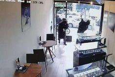 Piccadilly jewellery raid: CCTV shows moment Met Police Flying Squad swoops in #crime, #crime, #news http://west-virginia.nef2.com/piccadilly-jewellery-raid-cctv-shows-moment-met-police-flying-squad-swoops-in-crime-crime-news/  # CCTV shows moment robber wields axe in Piccadilly jewellery raid A man clad in black smashes jewellery cases with an axe This is the moment an axe-wielding robber wearing a crash helmet smashed a glass display cabinet full of luxury watches worth tens of thousands…