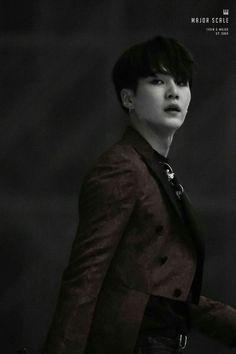 Woah dark Yoongi gives me shivers ♡