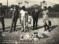Apreensão de carne de porco em via pública. 1929. RIo de Janeiro