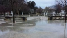Nîmes.  Jardins de la fontaine