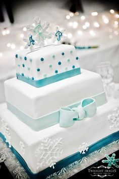 Google Image Result for http://brideorama.com/wp-content/plugins/jobber-import-articles/photos/121878-snowflake-wedding-cakes-4.jpg