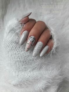 It's time to transform your dull and plain nails with these 35 stylish pointy stiletto nails designs. Truly, you can attract the crowd with just your nails! Grey Christmas Nails, Xmas Nails, Christmas Nail Designs, Holiday Nails, Almond Shape Nails, Almond Nails, Trendy Nails, Cute Nails, Ivory Nails