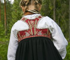 Bunadmakeriet - bringeklutsbunad Norway, Scandinavian, All Things, Vest, Victorian, Dresses, Fashion, Gowns, Moda