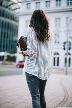 striped_shirt_zara_grey_jeans_casual_outfit-street_style-1