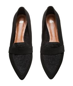 Flat black pointed-toe shoes with faux leather & fur. | H&M Shoes