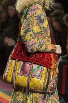 Etro, Fall 2017 - Milan& Fall Runway Purses Are Too Pretty Not to Pin - Photos Hippie Chic, Hippie Style, My Style, Fashion Bags, Boho Fashion, Autumn Fashion, Milan Fashion, Ropa Shabby Chic, Sacs Design