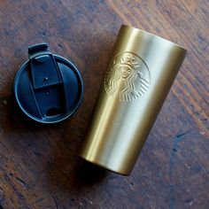 A stainless steel tumbler with a flared shape, embossed Siren logo and rich gold shine. Starbucks Tumbler Cup, Coffee Tumbler, Tumbler Cups, Thermal Cup, Starbucks Store, Coffee Delivery, Glass Coffee Cups, Sorority Gifts, Mug Designs