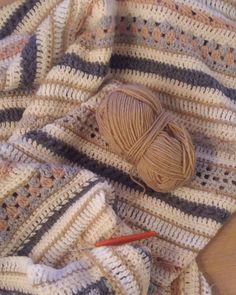 Net begonnen aan deel 7 😊 . . . . . #crochetgram #crochet #haken #lossenenvasten #lossenenvastencal2016 #häkeln #hækling #virkat #virkning #örgü #ganchillo #ganxet #uncinetto #crochetersofinstagram #hakeniship #makersgonnamake #diy