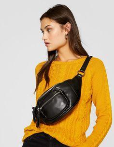 Chez Stradivarius, tu trouveras 1 Sac banane zippé pour seulement 17.99 France . Entre et découvre bien d'autres Nouveautés. Bum Bag, Cloth Bags, My Wardrobe, Sling Backpack, Crossbody Bag, Street Style, Backpacks, Adidas, Chain