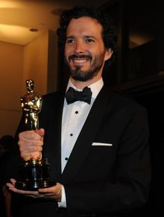 Check out what the stars wore to the Governors Ball after the 2012 Oscars. Winners showed off their awards and celebrities looked stunning in their Oscar attire. Check out more red carpet outfits i… Bret Mckenzie, Oscars 2012, Flight Of The Conchords, Taika Waititi, Male Face, Super Funny, The Hobbit, Cute Guys, Comedians