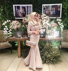 bju Kebaya Dress, Hijab Dress, Hijab Outfit, Dress Skirt, Muslim Fashion, Hijab Fashion, Fashion Dresses, Hijabi Wedding, Wedding Gowns