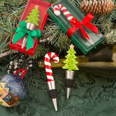 Add colorful fun and excitement to your holiday festivities with these fabulous candy cane and Christmas tree bottle stoppers! This candy cane looks delicious enough to eat and the Christmas tree makes a great memento of the holiday celebrations. Enchant your guests with a meaningful and useful favor when they [...]