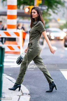 Victoria Justice is seen wearing The Kooples jumpsuit with Sam Edelman boots and Rebecca Minkoff handbag in Murray Hill on September 23 2019 in New. Celebrity Boots, Celebrity Babies, Celebrity Style, Victorious Tori, Classy Women, Sexy Women, Justice Boots, Victoria 1, Rebecca Minkoff Handbags