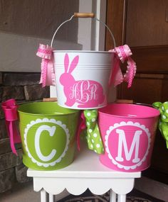 Personalized Easter Bucket/Pail by on Etsy Diy Projects Easter, Easter Crafts For Kids, Easter Decor, Easter Centerpiece, Bunny Crafts, Vinyl Crafts, Vinyl Projects, Easter Buckets, Diy Ostern