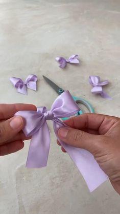 Diy Hair Scrunchies, Diy Hair Bows, Diy Bow, Tulle Hair Bows, Handmade Hair Bows, Making Hair Bows, Diy Lace Ribbon Flowers, Diy Ribbon, Ribbon Crafts