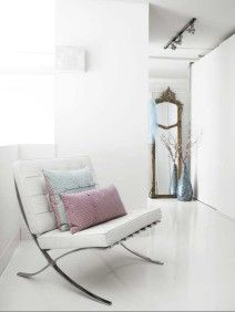 I love the Barcelona chair specially in white ♥
